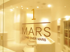 one over mars(ワン オーバー マーズ)の店舗内装写真