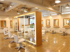 Canopus hair&make up(カノープスヘアアンドメイクアップ)の店舗内装写真